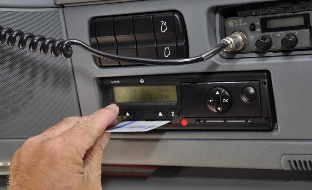 Digitale tachograaf/boordcomputer (E) U bij Verkeersschool De Hoog